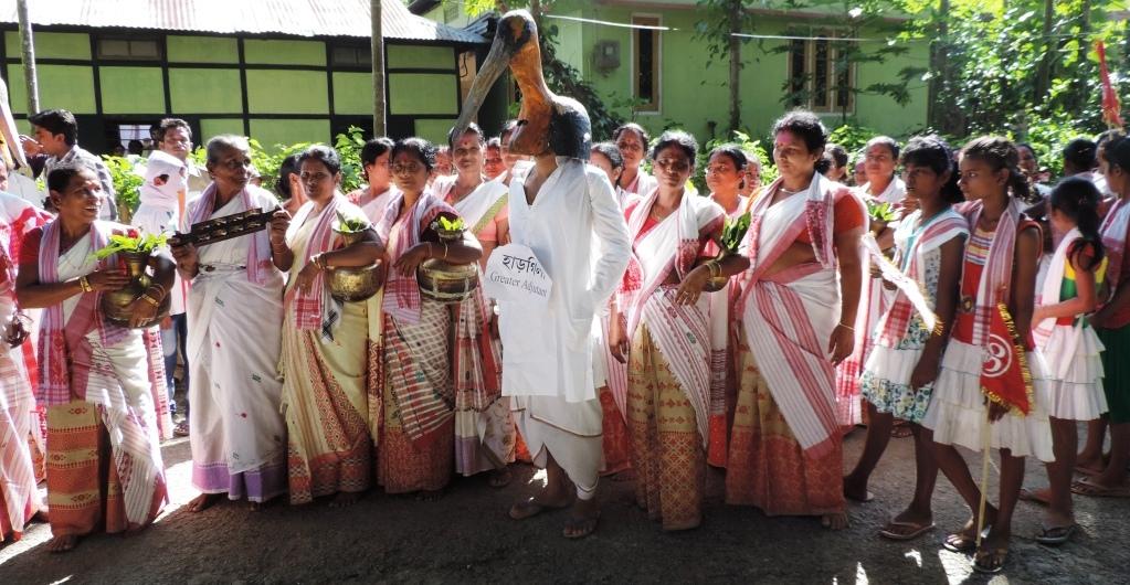 Women cheers with Hargilla